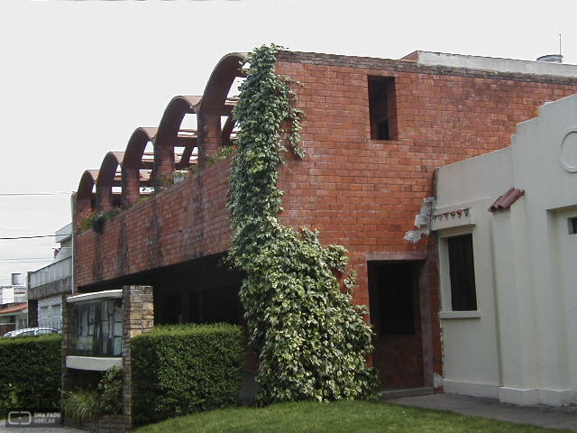 Iglesia de Malvín Nuestra Sra. de Lourdes, Ing. DIESTE Eladio, Montevideo, Uy. 1965-1968. Foto original de Estudio Dieste & Montañez