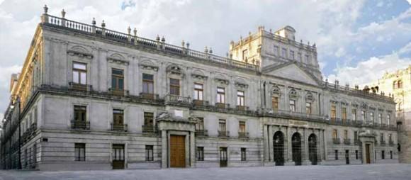 03. Palacio de Minería del Arq. Tolsá. Foto: Página Oficial UNAM, 2014.