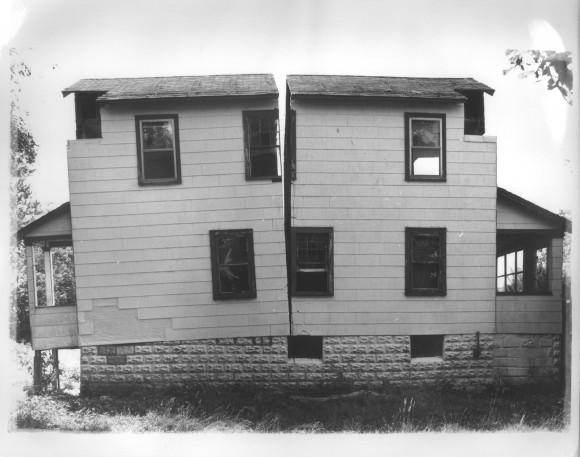Gordon Matta-Clark - Splitting, 1974