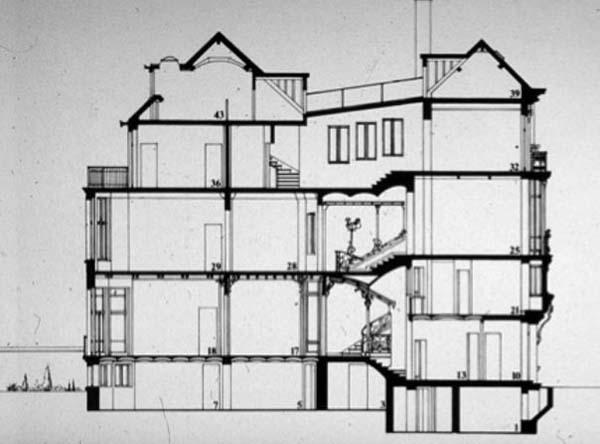 Sección por escalera principal