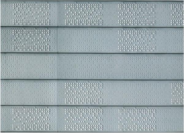 Detalle del aluminio que recubre el exterior de la caja escénica.