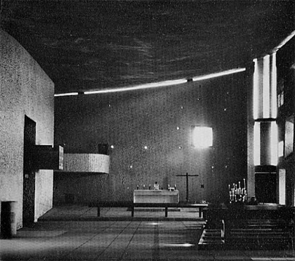 Interior capilla. Muro este