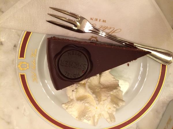 05. Sachertorte en el Hotel Sacher. Foto: Mauro Escudero.