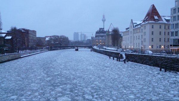 06. Río Spree congelado en el tiempo. Foto: Rodrigo Martín Iglesias.