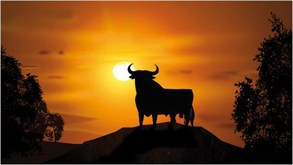Fig. 01. La figura del Toro de Osborne recortada sobre el horizonte. Recuperada el 21 de enero de 2015 de http://www.osborne.es/