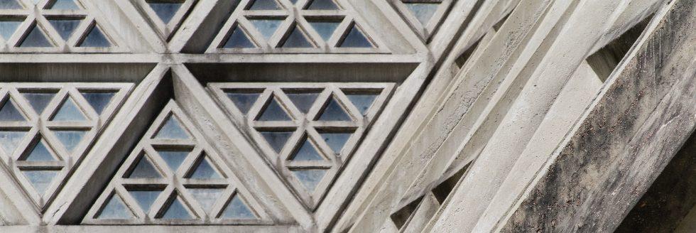 """Presentación del libro """"Divinas Piedras, Arquitectura y catolicismo en Uruguay, 1950-1965"""", de Mary Méndez"""