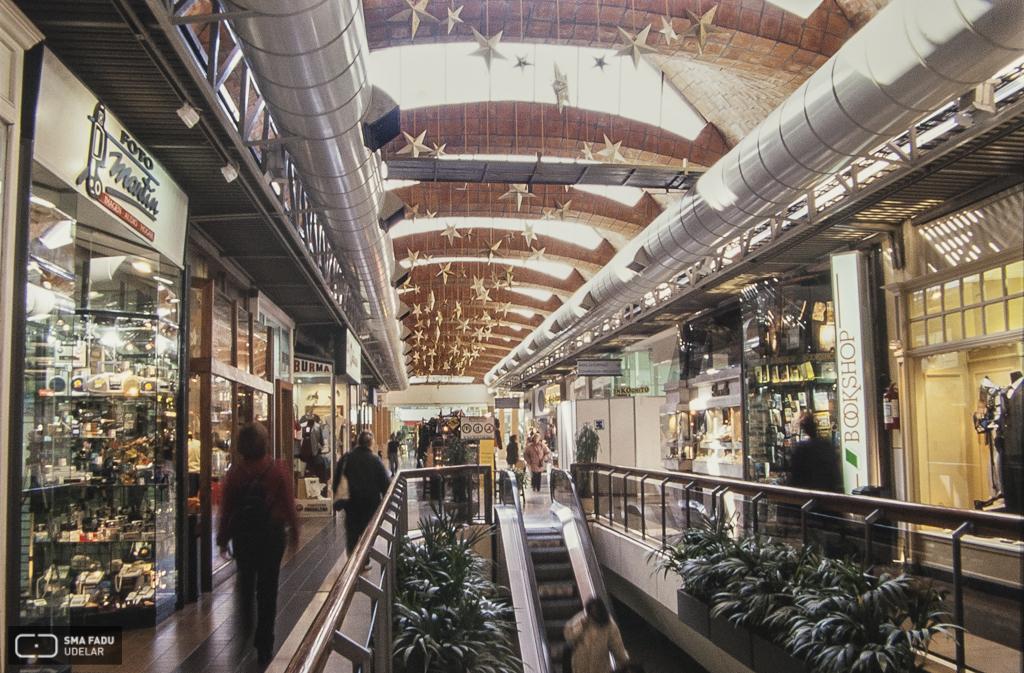Montevideo Shopping Center, GÓMEZ PLATERO, G., LÓPEZ REY, R., COHE, E., ALBERTI, R., DIESTE, E., Montevideo, Uruguay. Foto: Danaé Latchinian